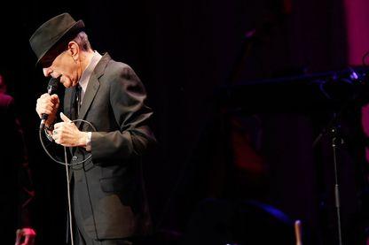 Léonard Cohen à New York, en performance au Radio City Hall en avril 2013