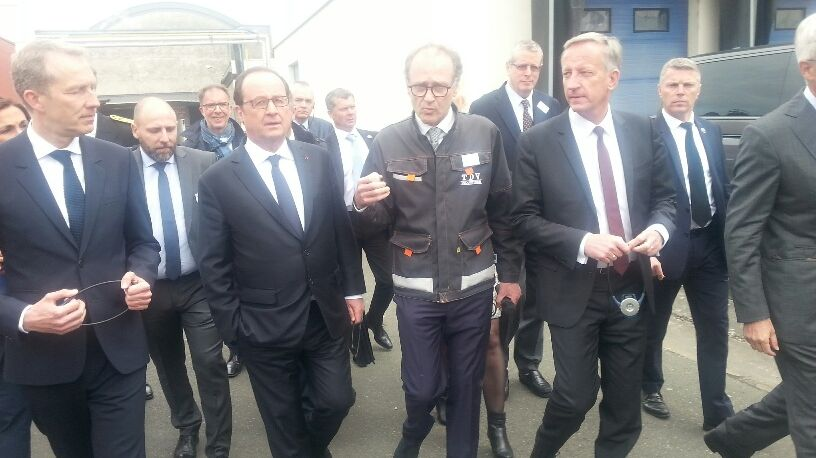 François Hollande en visite chez TDV Industries à Laval