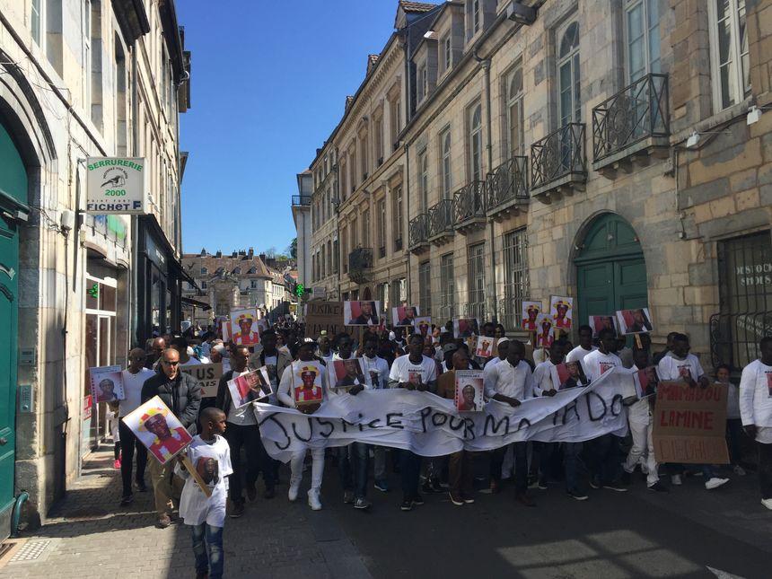 Marche  blanche pour Mamadou dans les rues de Besançon