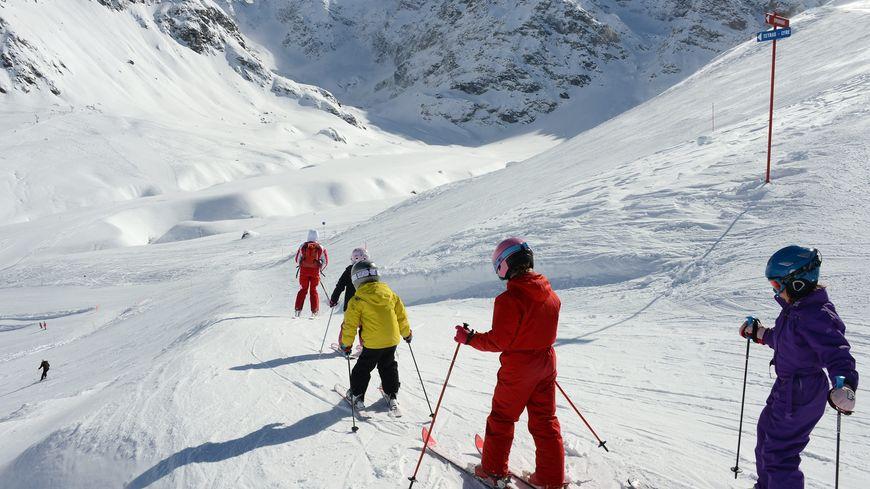 Enfants en apprentissage de ski à Bonneval sur Arc