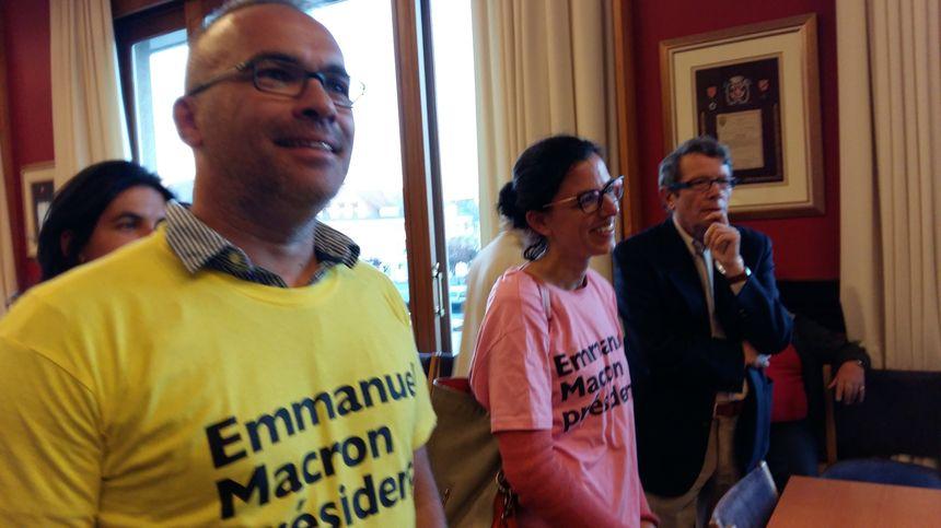 Les militants pro-Macron ravis à l'annonce des résultats du premier tour, à St-Lô