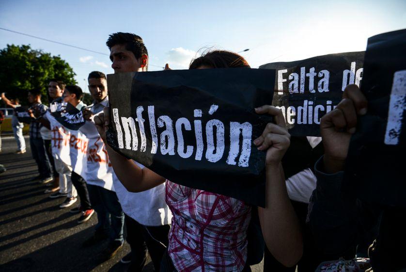 Manifestation d'étudiants contre le président Nicola Maduro, sur la principale autoroute de Caracas, Venezuela, 30/03/2017