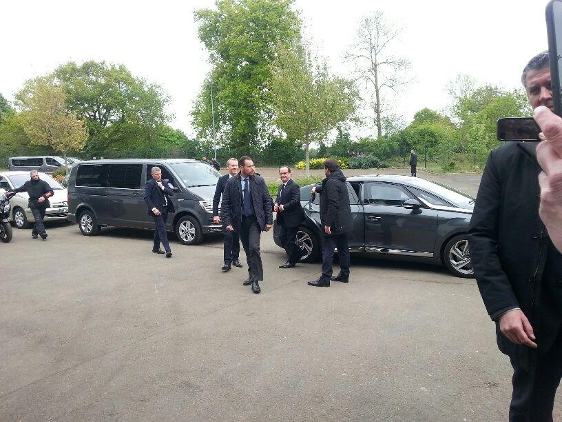 Arrivée de François Hollande à la Banque Alimentaire vers 13 heures 30