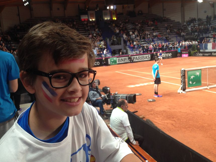 César a 11 ans et joue au tennis à Roanne, il voulait regarder les joueuses de l'équipe de France de Fed Cup