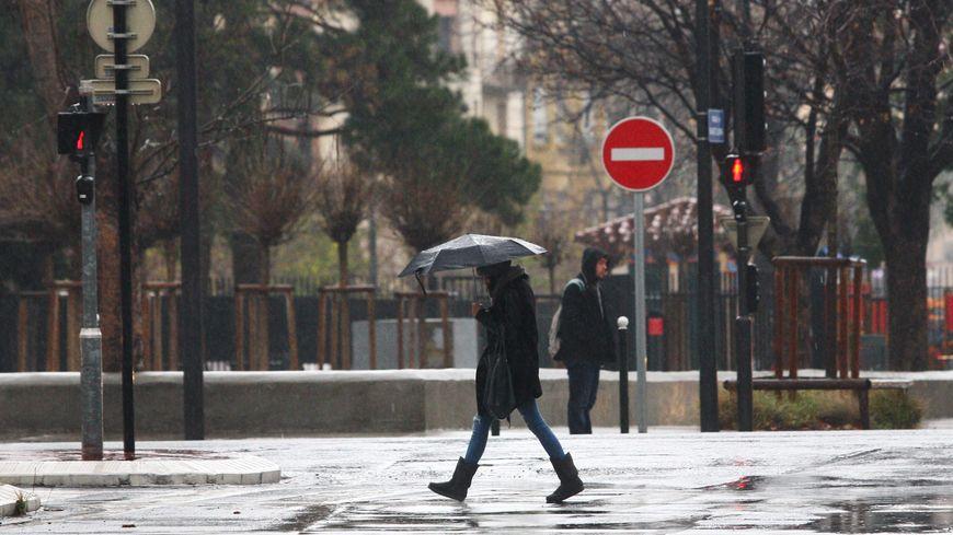 La pluie va tomber drue dans la Manche jusqu'à lundi soir.