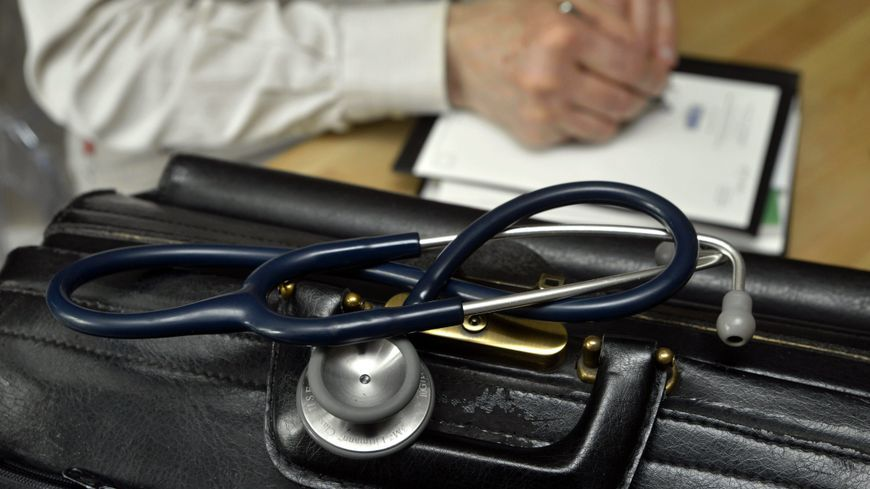 Chez le médecin généraliste (Illustration)