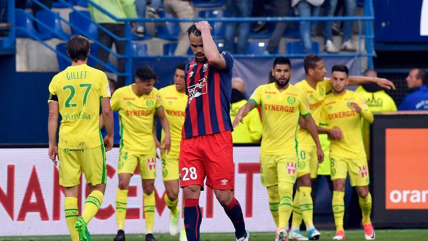 Exceptionnellement arrière latéral droit, Damien Da Silva a involontairement contribué à l'ouverture du score nantaise signée Bammou.