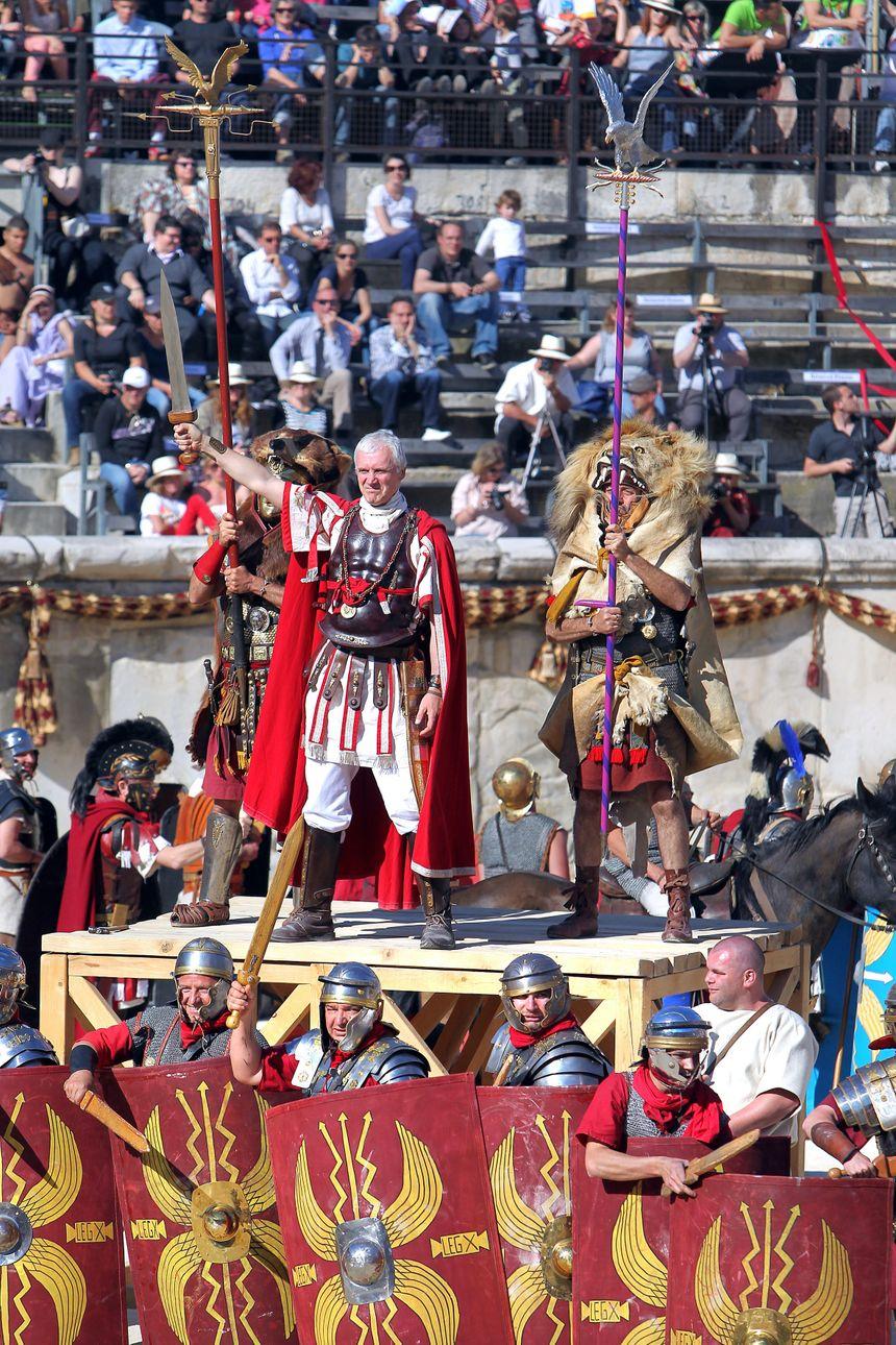 Reconstitution historique Les grands jeux Romains dans les arenes de Nîmes