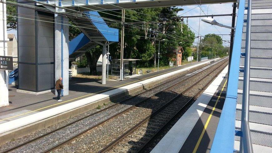 Attention en traversant les voies en gare !