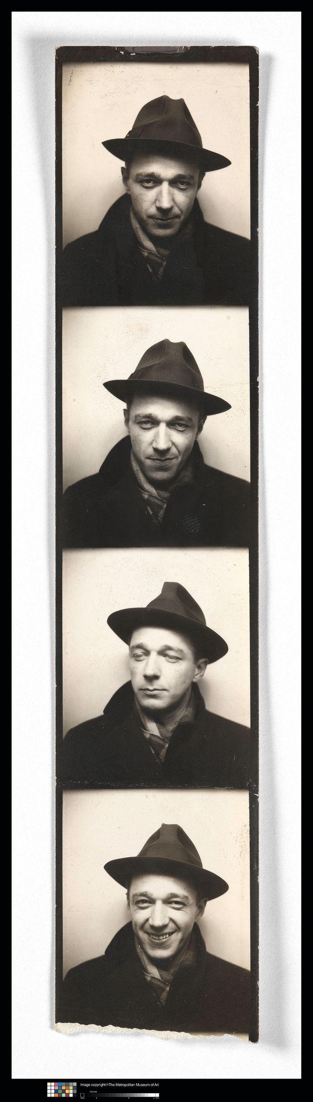 Walker Evans Self-Portrait in Automated Photobooth années 1930 Épreuve gélatino-argentique