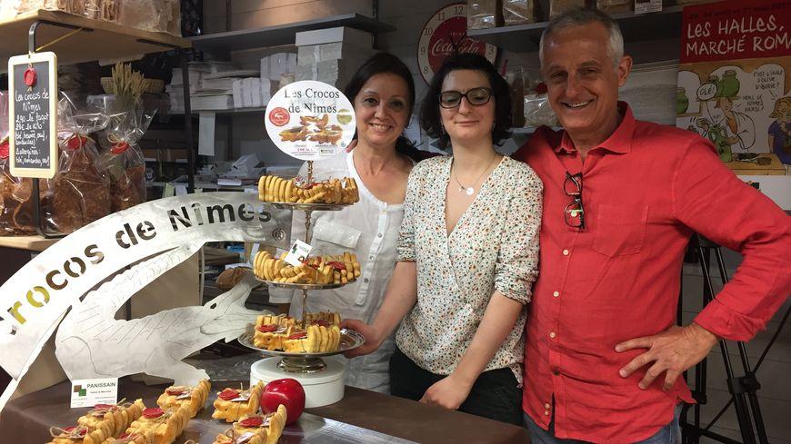 Gisèle Léa et Michel vendent depuis Noël dernier des gâteau en forme de crocodile, l'emblème de Nîmes