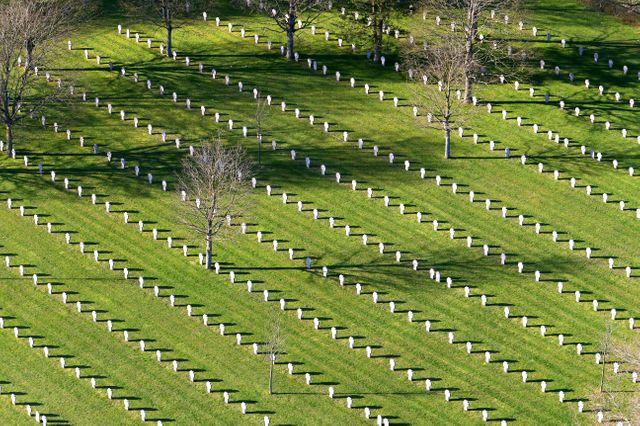 Impressionnants alignements de tombes des soldats tombés sur le Chemin des Dames…