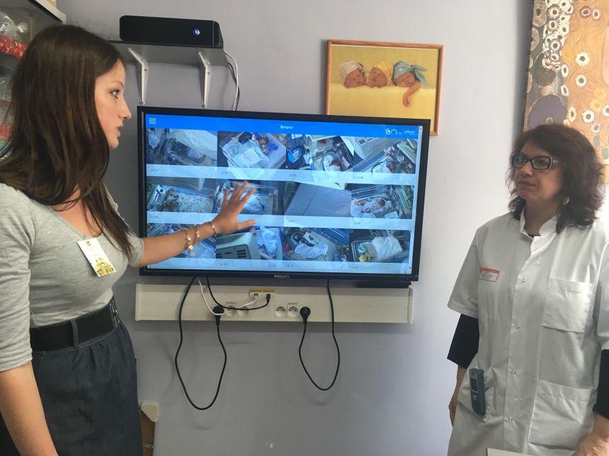 A gauche,  Nelly Meunier, co-fondatrice de Hopen Project, à droite Christelle Lecomte, cadre de santé du service de néonatologie du CHU de Bordeaux.