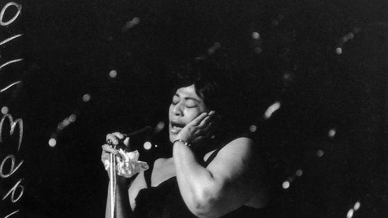 Ella Fitzgerald en concert en 1963, au Hammersmith Odeon de Londres.