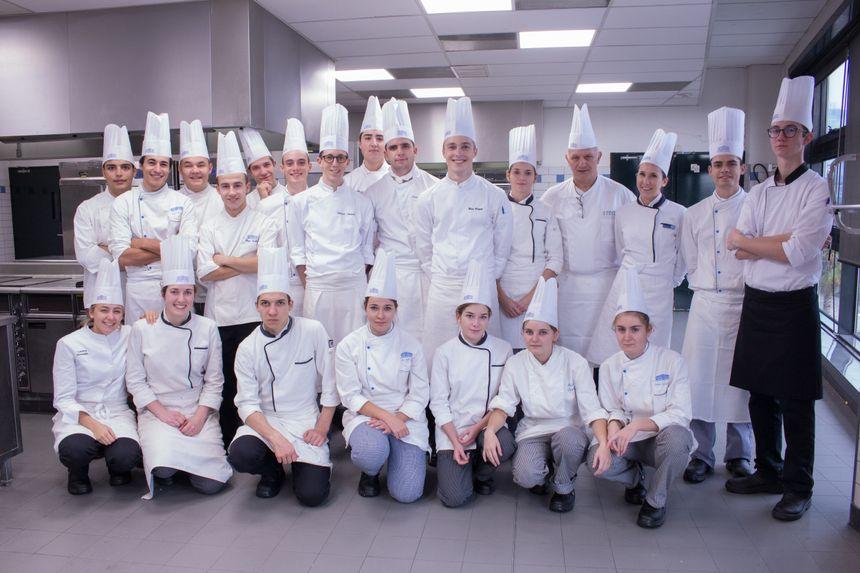 Alain Dublanchet et ses élèves du Lycée Hôtelier Paul Augier à Nice. Des talents en devenir.