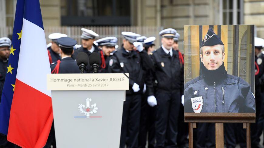 Une cérémonie d'hommage était organisée aux Invalides.