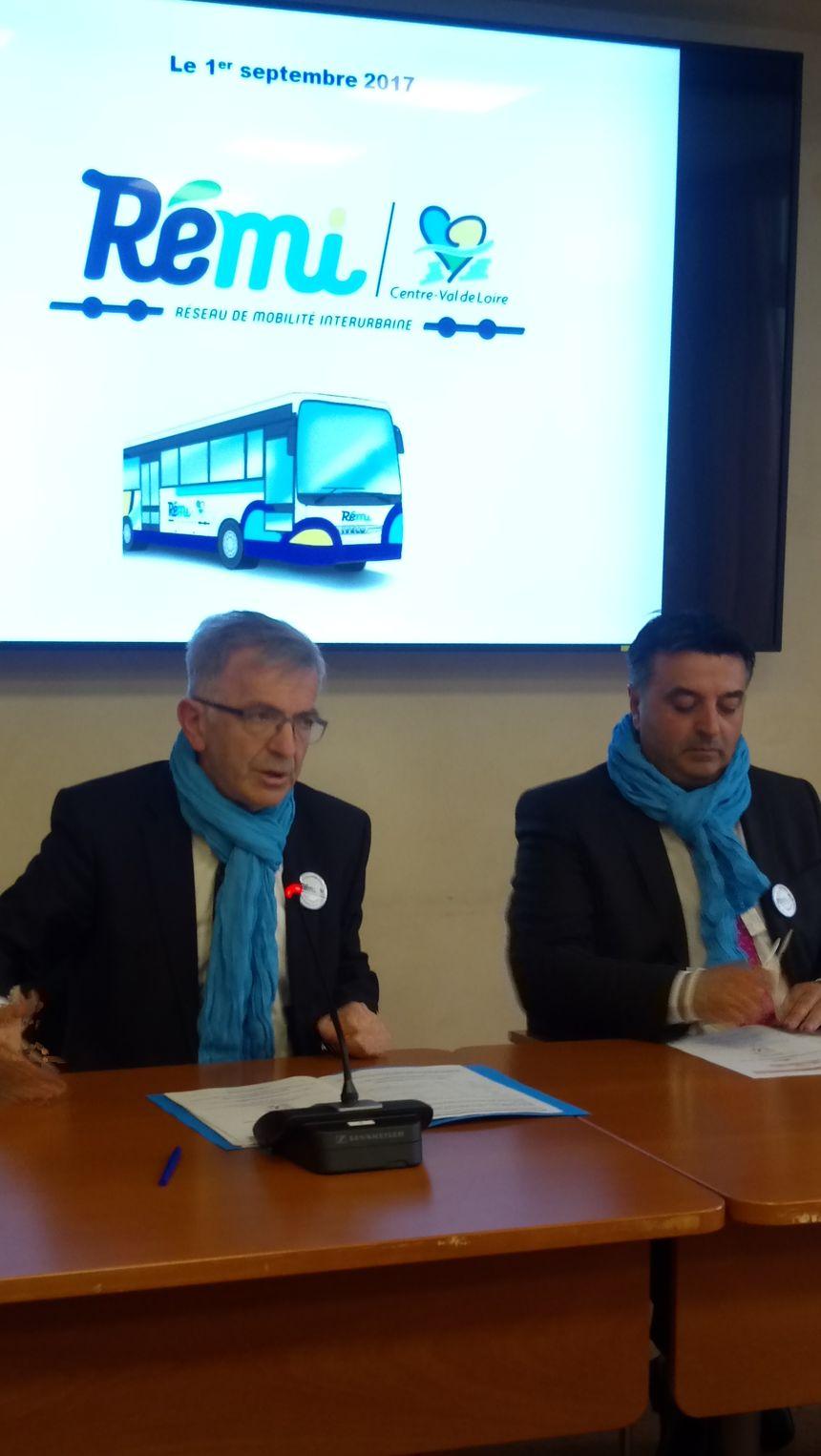 François Bonneau à la présentation du nouveau réseau de bus de la Région
