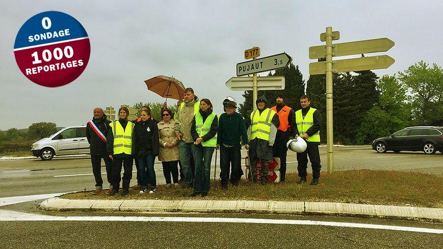 Rassemblement au croisement de la RD 6580 et de la route départementale 177 sur la commune de Tavel.