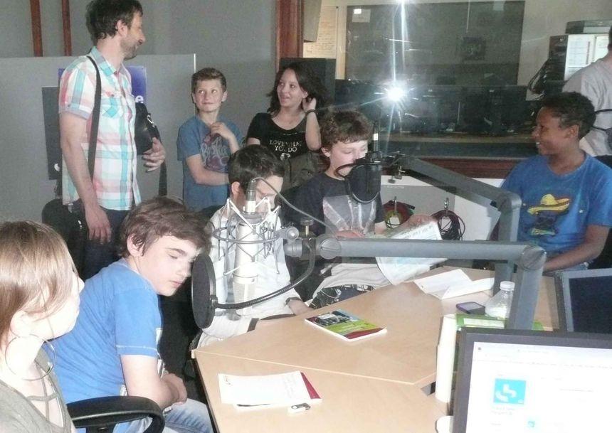 Sébastien et les élèves du CDJ