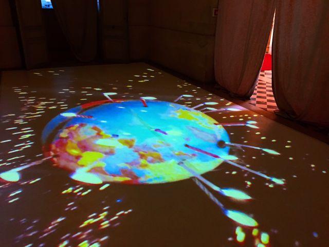 """Vue de l'installation """"A la belle étoile"""" de Pipilotti Rist"""