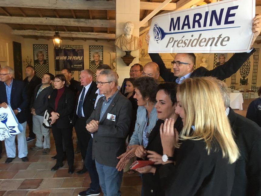 Les militants frontistes s'attendaient à la présence de leur candidate au second tour de la présidentielle