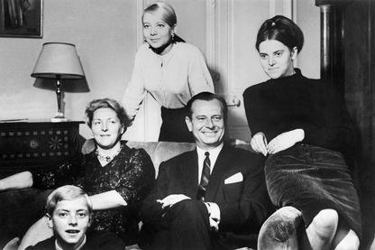25 octobre 1965, Jean Lecanuet au milieu de sa famille alors qu'il vient d'être désigné par le comité des démocrates comme candidat à l'élection présidentielle