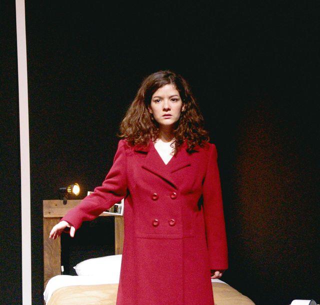 """Pauline Bureau en 2005, durant la pièce """"Trilogie de Belgrade"""" de Biljana Srbljanovic avec une mise en scène de Christian Benedetti au Théâtre Studio d'Alfortville."""