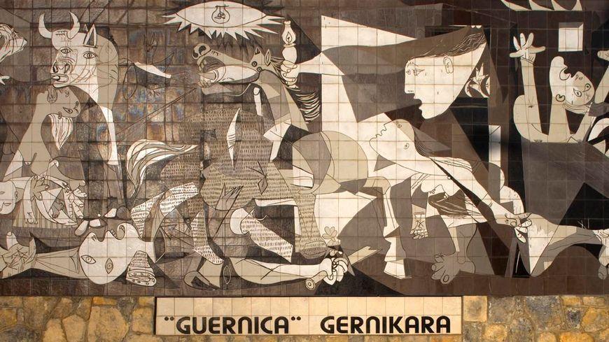 Fresque à Gernika réclamant le transfert du tableau de Picasso