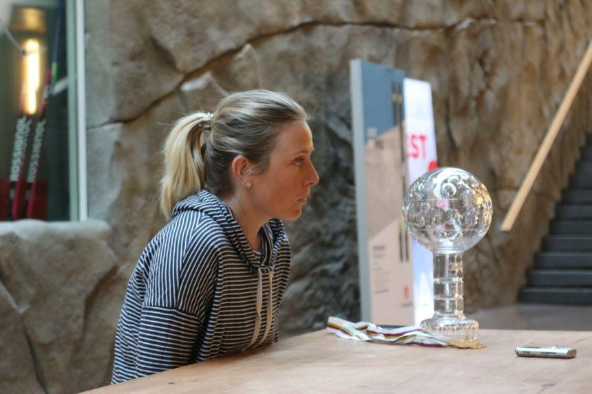 Tessa Worley et son globe de cristal à l'usine Rossignol