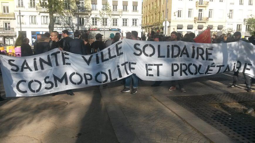 Le rassemblement a eu lieu au pied du buste de Jean Jaurès.