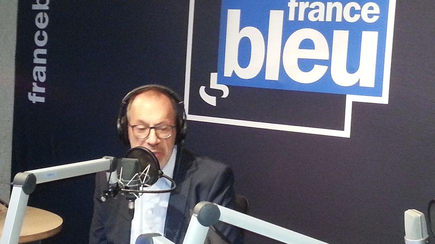 Philippe Chadeyron dans les studios de France Bleu Poitou ce lundi matin