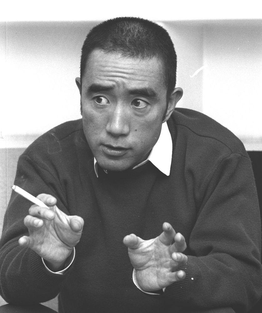 Yukio Mishima en novembre 1968 lors d'un discours à Tokyo