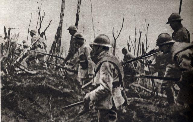 L'attaque des fantassins français sur le Mont des singes en Picardie (Chemin des Dames) dans le cadre de l'offensive Nivelle au printemps 1917