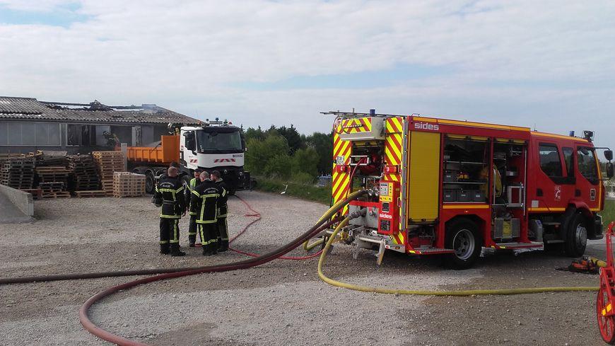 Les pompiers ont rapidement pris la mesure du feu qui s'est déclaré dans l'atelier d'imprimerie du centre Jean Itard.