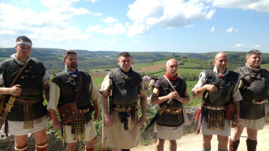 Le Légionnaires Morvan Insolite Traversent Des Romains E2YWH9DI