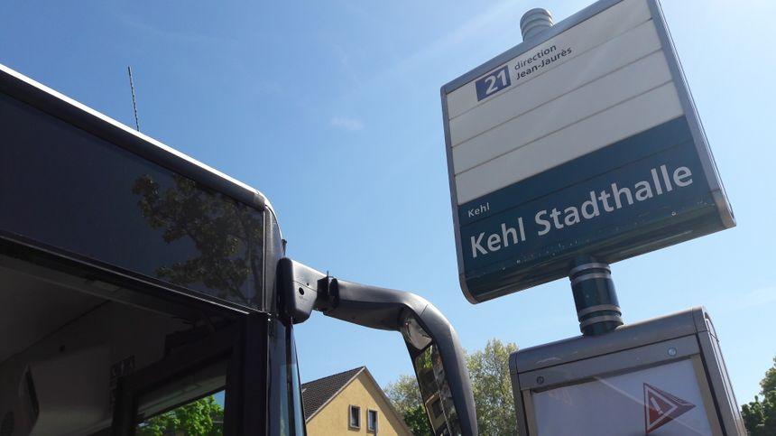 L'arrêt de la ligne de bus 21 à la mairie de Kehl, le 24 avril 2017
