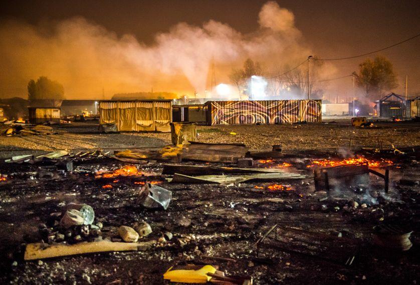 Le camp de migrants de Grande-Synthe, dans le Nord, ravagé par un incendie