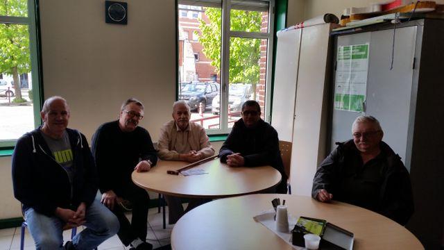 D'anciens ouvriers de Metal Europ Nord se réunissent chaque semaine dans un local de Courcelles-lès-Lens.