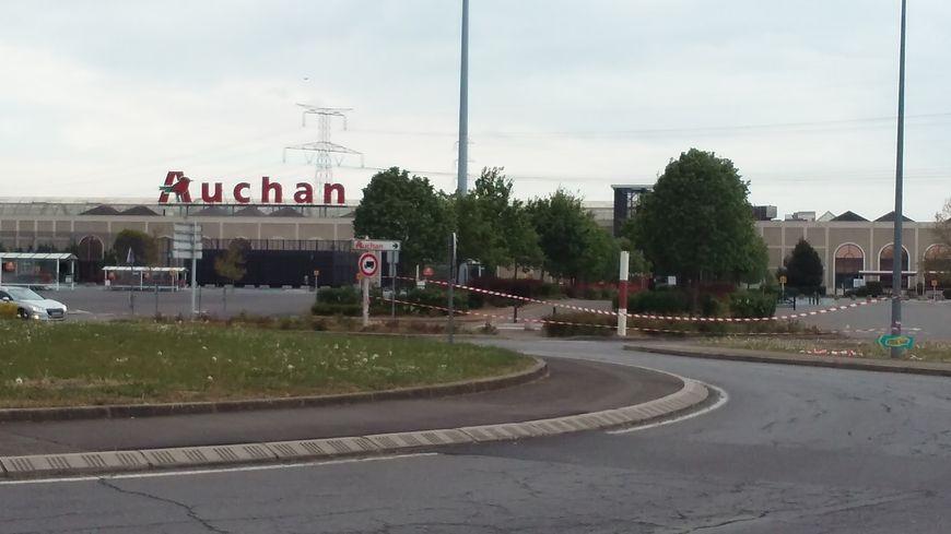 Le périmètre du centre commercial Auchan Semécourt est fermé au public