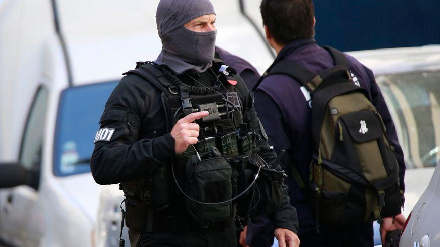 Les policiers du Raid pendant l'opération antiterroriste à Marseille le 18 avril
