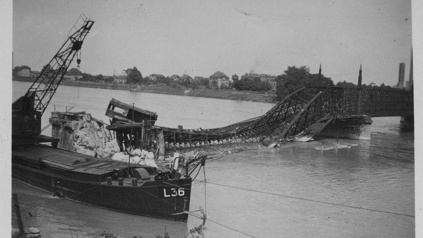 Pont sur le Rhin entre Strasbourg et Kehl, détruit en 1945