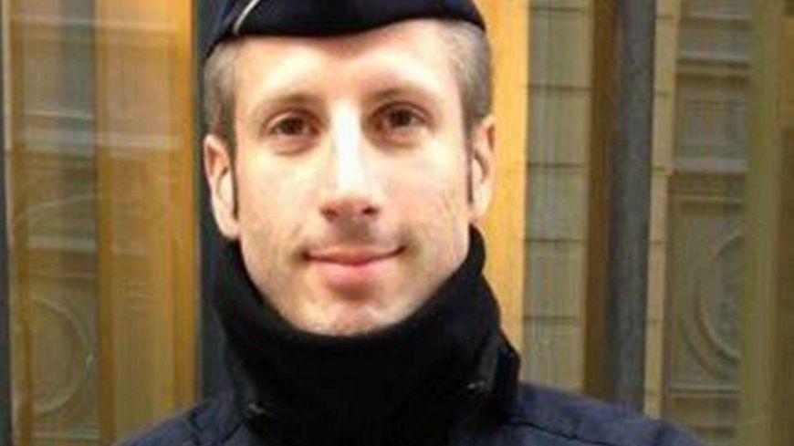 Xavier Jugelé a travaillé à la gendarmerie de Saint-Jean-d'Angély entre 2005 et 2010