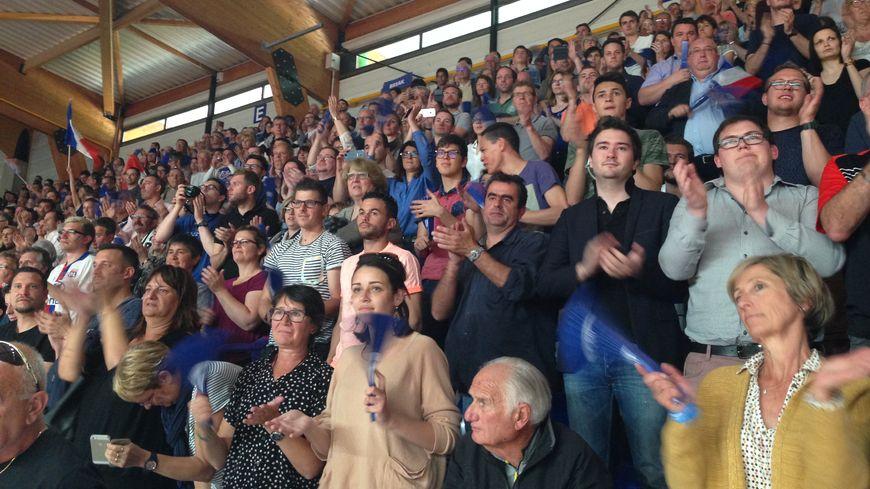 Les spectateurs dans la halle Vacheresse pour le barrage France-Espagne de Fed Cup à Roanne