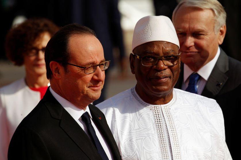 Les présidents français, François Hollande, et malien, Ibrahim Boubacar Keïta, lors du sommet Afrique-France à Bamako (janvier 2017)