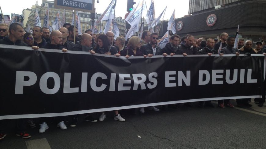 Manifestation à Paris,  des policiers après la mort de leur collègue Xavier Jugelé. Paris, le 26 avril 2017.