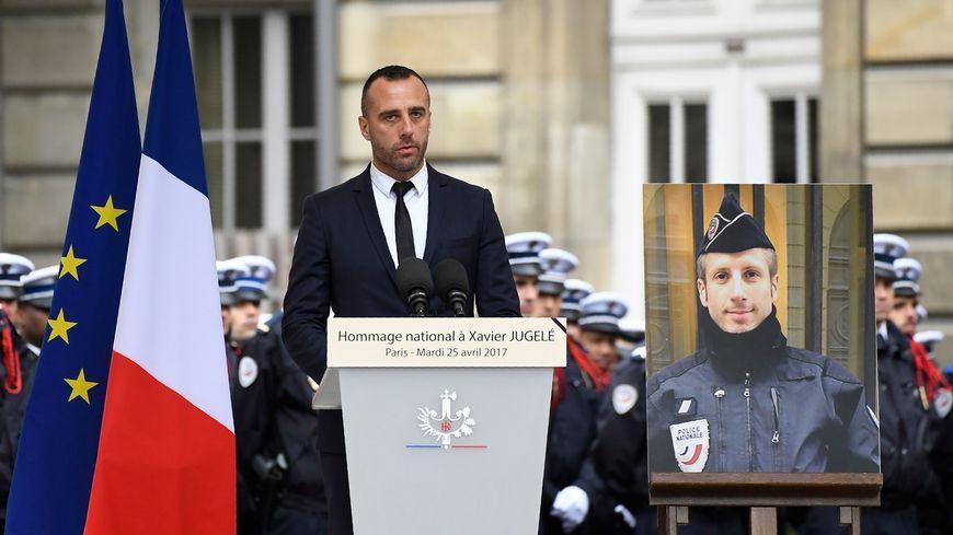 Etienne Cardiles, le compagnon du policier tué sur les Champs-Élysées, lui rend hommage
