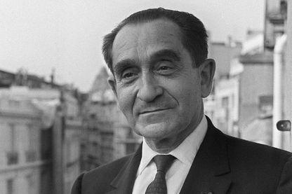 Portrait daté du 21 mai 1969 de Pierre Mendès France (1907-1982), homme politique français, ancien président du Conseil (1954-1955) faisant campagne aux côtés de Gaston Defferre, candidat du Parti socialiste pour les élections présidentielles.