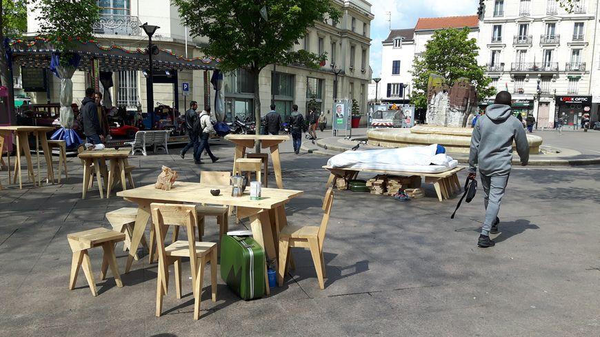 Le duo s'est notamment installé devant la mairie d'Aubervilliers