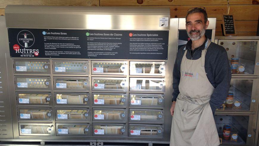 Il existe trois distributeurs d'huîtres en France. Un sur l'Île d'Oléron, un sur l'Île de Ré et un en Normandie