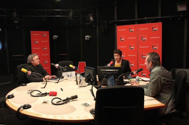 """Xavier Barral (à gauche) et Philippe Séclier (à droite) sur le plateau de """"Regardez voir"""" avec Brigitte Patient"""